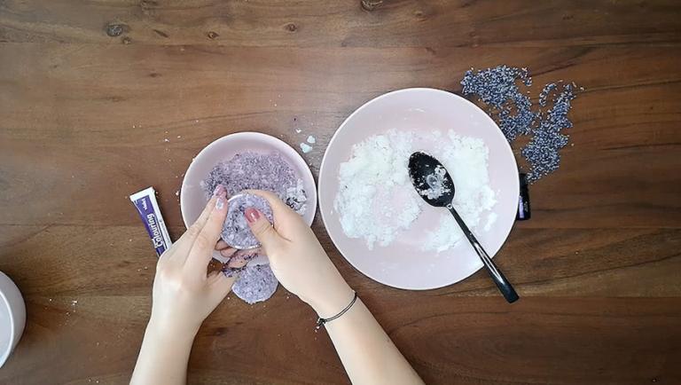 Schritt für Schritt-Bild zum Badekugel-Rezept mit Lavendel 3