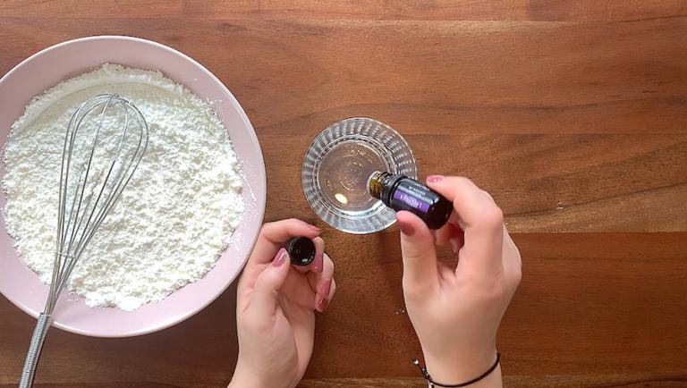 Schritt für Schritt-Bild zum Badekugel-Rezept ohne Natron mit Lavendel 2